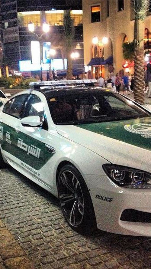 Dubai police strikes again: BMW M6 Gran Coupe and Ford Mustang this time