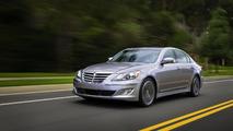 2013 Hyundai Genesis loses an engine, gains new tech