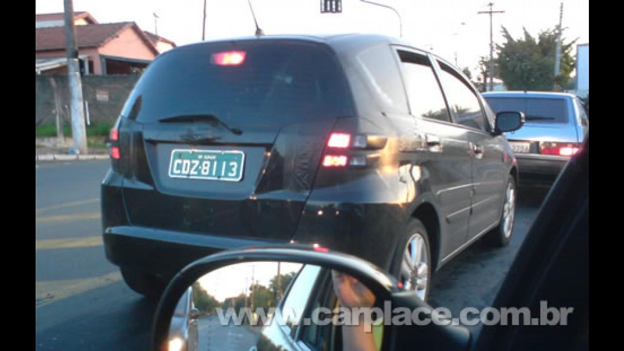 Novo Honda Fit 2009 camuflado é flagrado por leitor no interior de SP