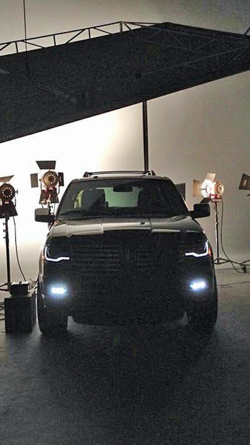 2015 Lincoln Navigator teased, could be unveiled tomorrow