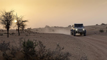 Mercedes-Benz G63 AMG 6x6 goes up against its four-wheeled brother [video]