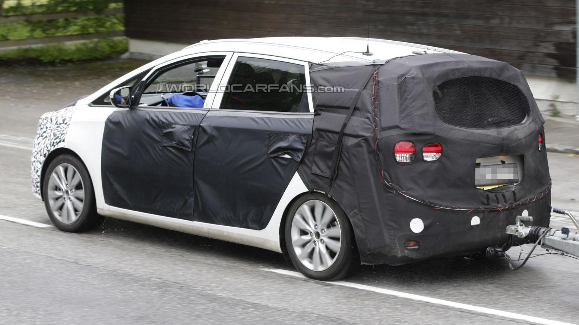 2013 Kia Rondo spied with less disguise