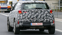 Toyota Auris Cross spied up close