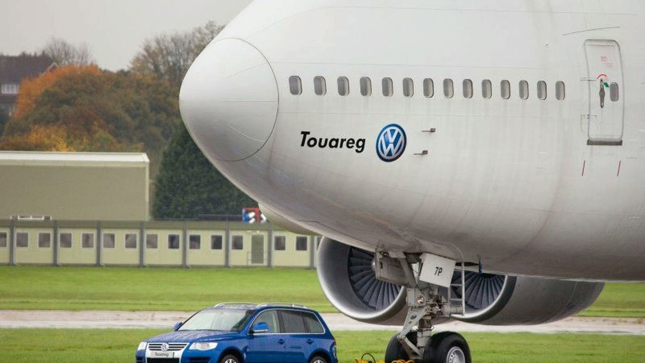 VW Touareg Sucessfully Tows a Boeing 747