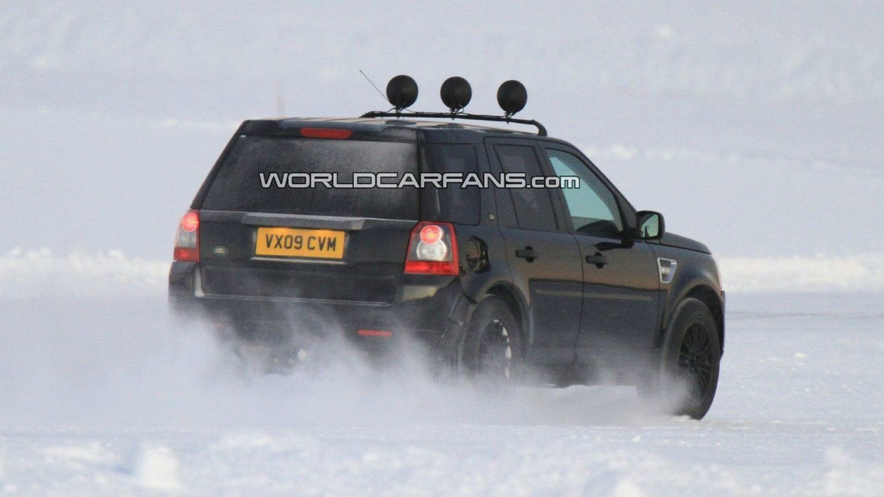 Land Rover LRX Mule Spied Winter Testing - 15.01.2010