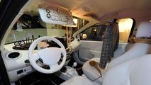 Renault Twingo Goes Pop by Nicola Roberts - 22.12.2011