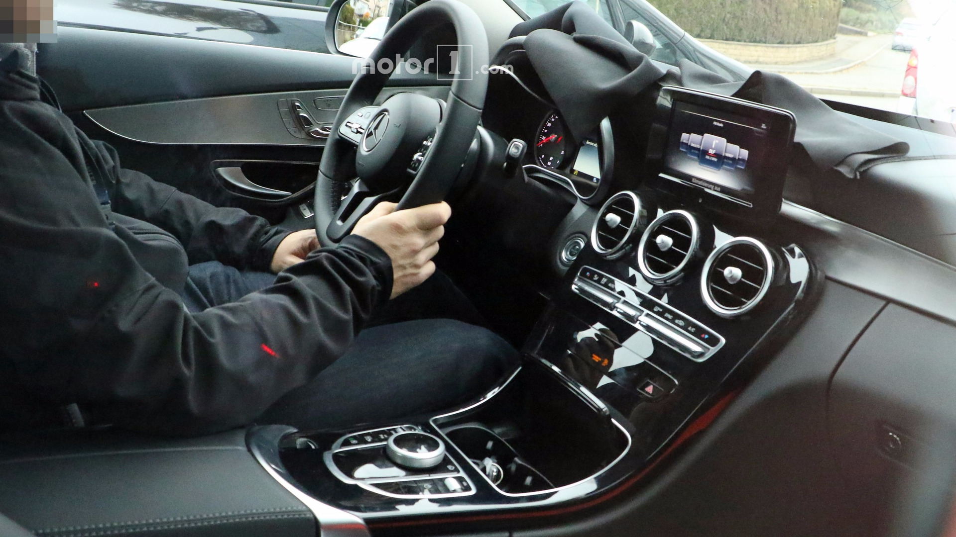 Used Mercedes Benz >> Take a peek inside the 2018 Mercedes C-Class facelift