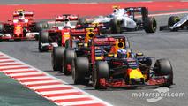 Daniel Ricciardo, Red Bull Racing RB12 leads behind the FIA Safety Car