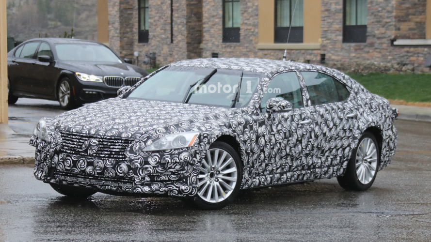 Next-gen 2018 Lexus ES mule spied for the first time