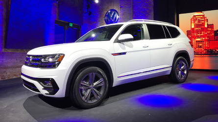 VW Atlas R-Line shows its sporty side in Detroit