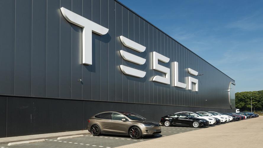 Tesla belatedly joins massive tech movement against Trump travel ban