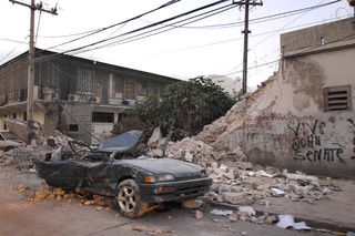 Driving in an Earthquake - How Should You React?