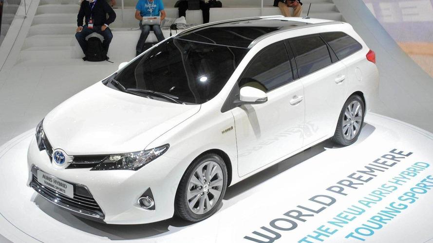 Toyota Auris Touring Sports arrives on Paris scene