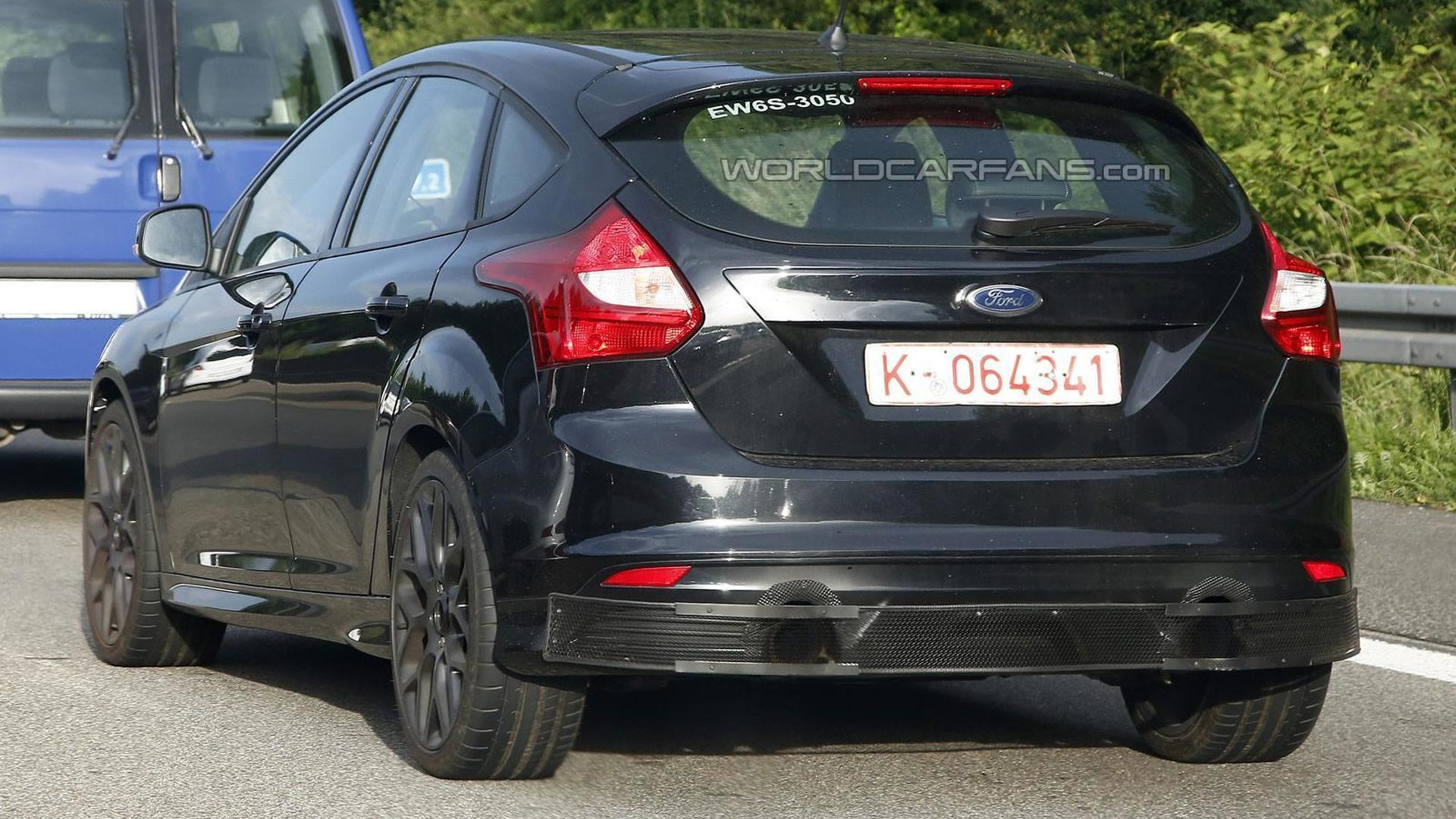 2016 Ford Focus RS test mule spied in Germany