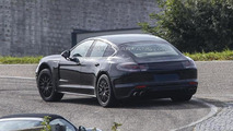 Next generation Porsche Panamera spy photo