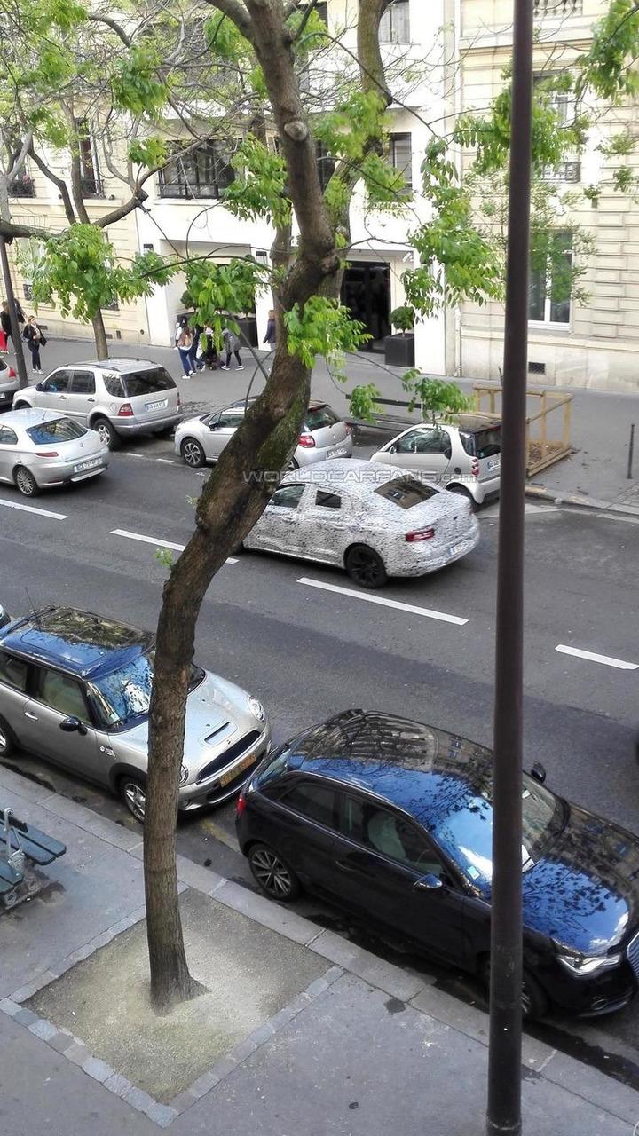 2016 Renault Laguna successor spy photo