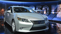 2013 Lexus ES live in New York 04.04.2012