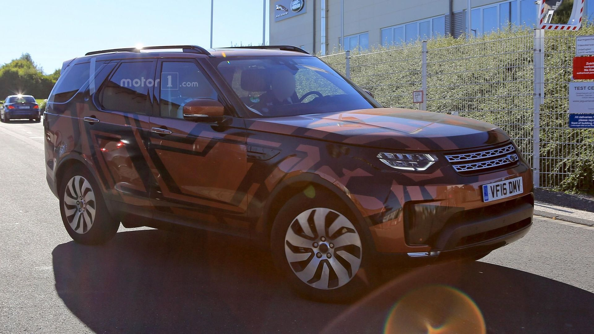 Best look yet at the 2017 Land Rover Discovery