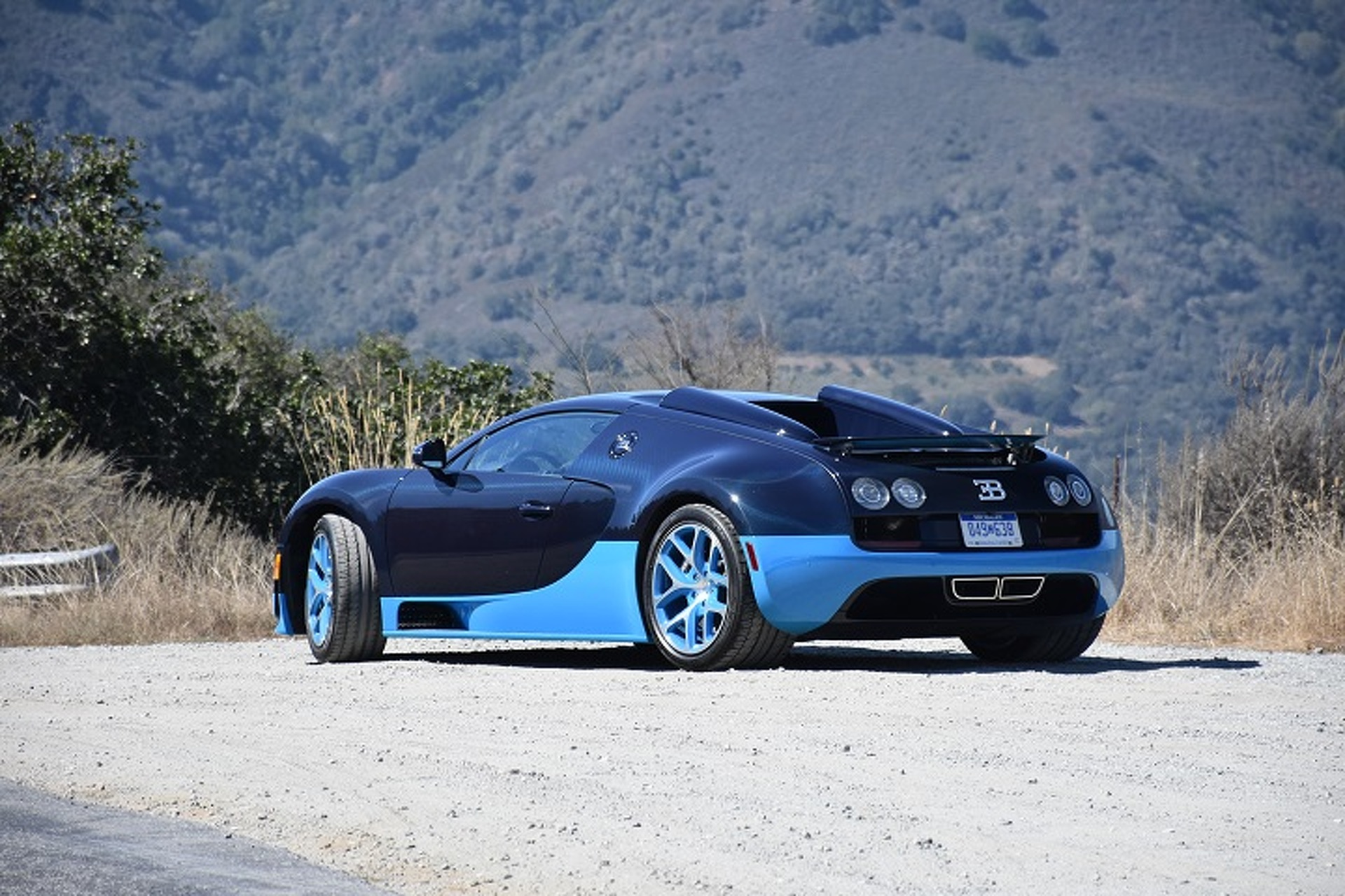 the bugatti veyron is the closest you 39 ll get to a fighter jet first drive. Black Bedroom Furniture Sets. Home Design Ideas