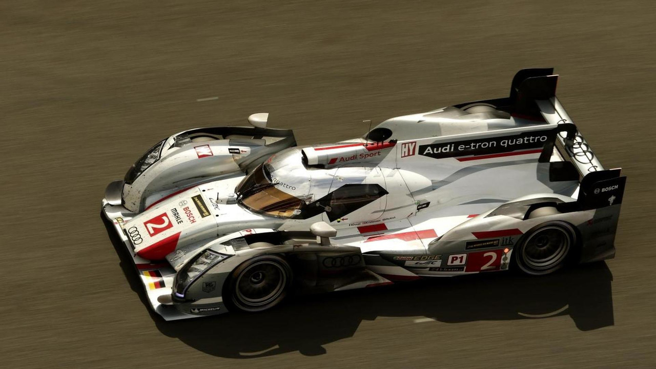 Audi R18 e-tron quattro competing in 2013 Le Mans 24 hours race