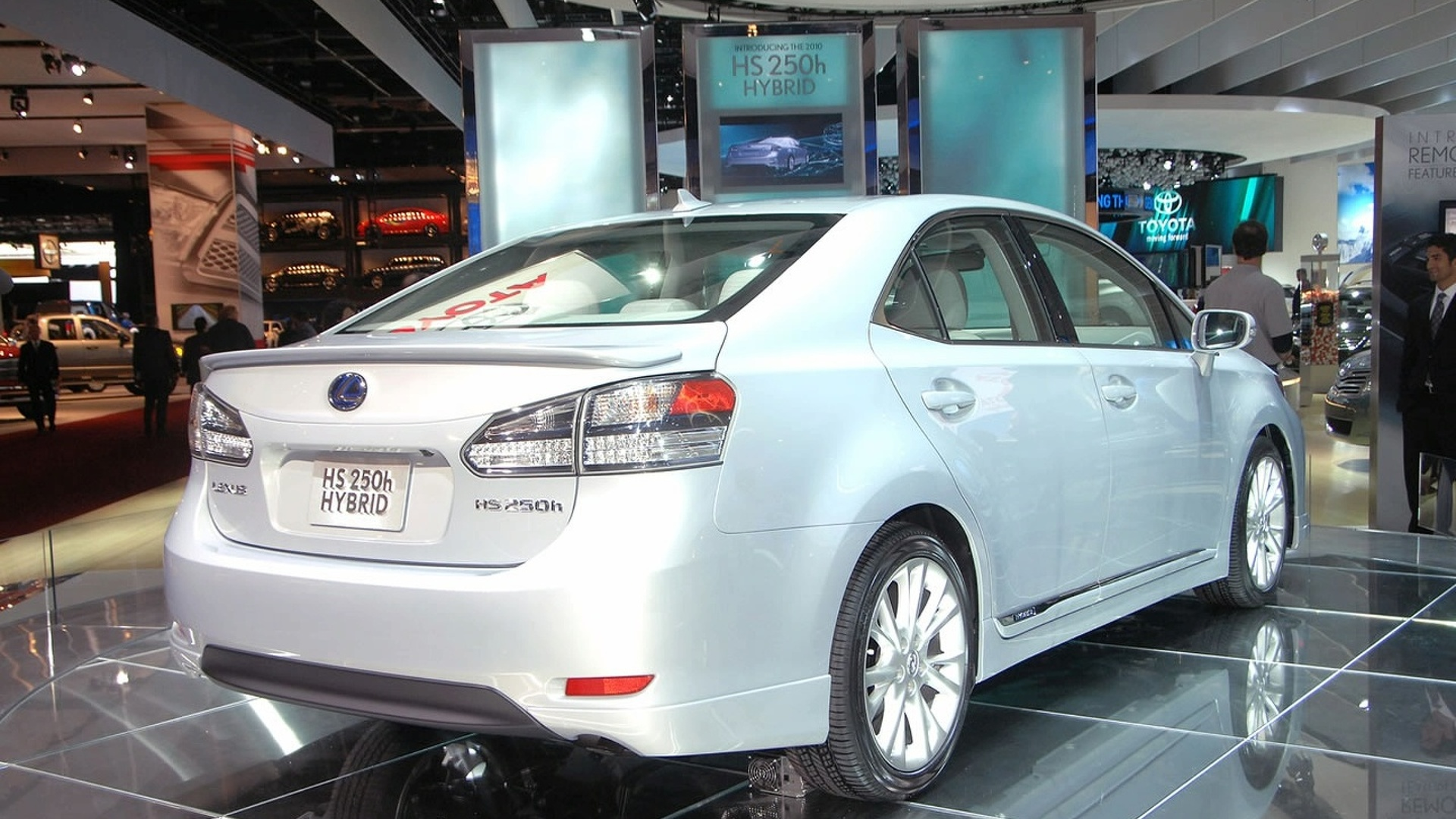 https://icdn-8.motor1.com/images/mgl/0JNLV/s1/2009-160323-2010-lexus-hs-250h-dedicated-hybrid-at-2009-naias1.jpg