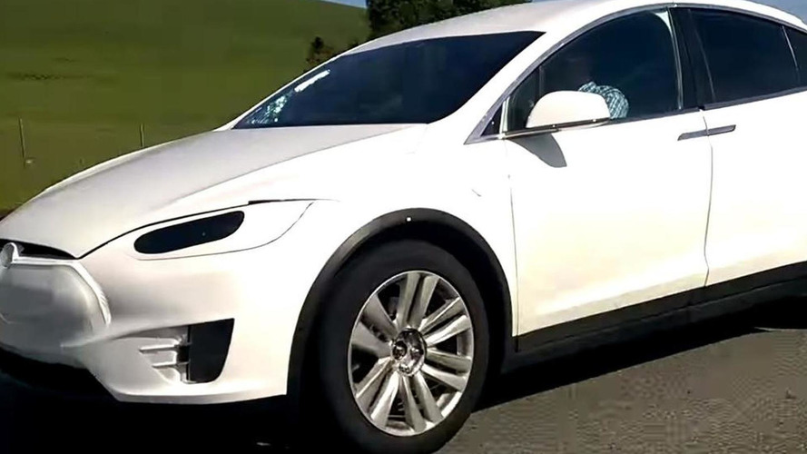 Tesla Model X spotted wearing minimal camouflage [video]