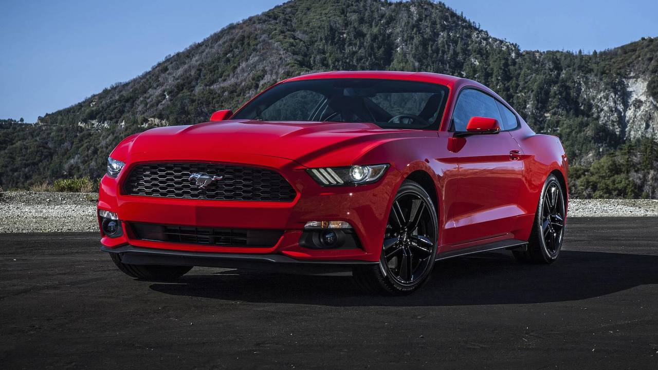6. Ford Mustang EcoBoost: 2.3L turbocharged I4, 310 hp, 320 lb-ft