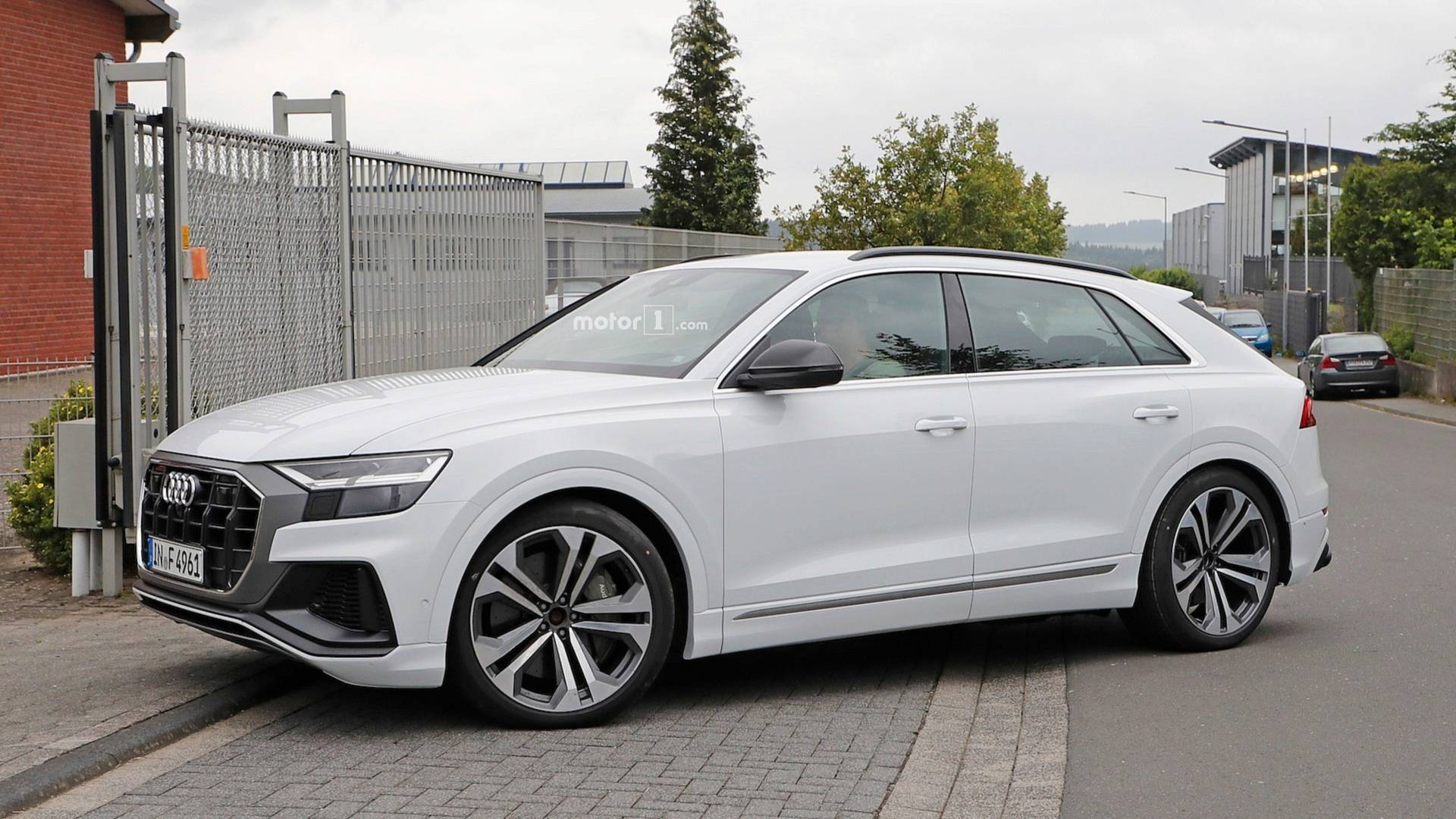 audi-sq8-uncovered-spy-photos.jpg