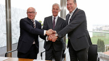 From left to right: Bernhard Maier, CEO of ŠKODA Auto, Matthias Müller, CEO of Volkswagen AG and Günter Butschek, CEO und Managing Director of Tata Motors Ltd..