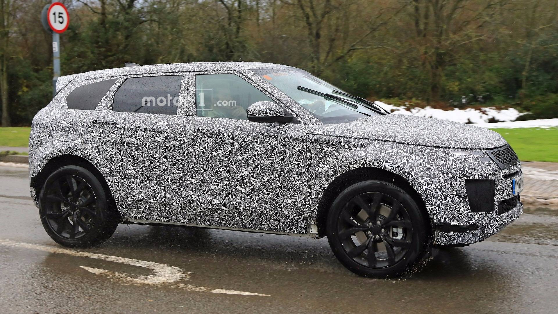 next gen range rover evoque spied will. Black Bedroom Furniture Sets. Home Design Ideas