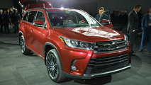 2017 Toyota Highlander puts on a new face for New York