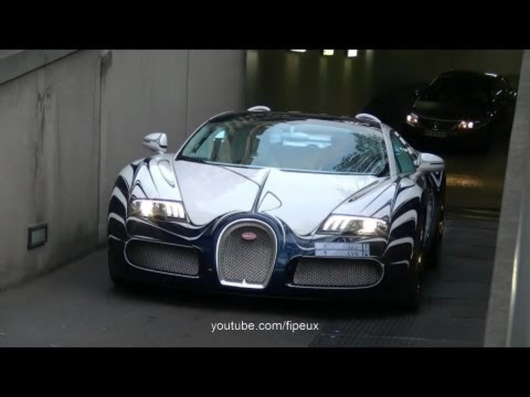 Bugatti Veyron L'Or Blanc in the street of Paris !