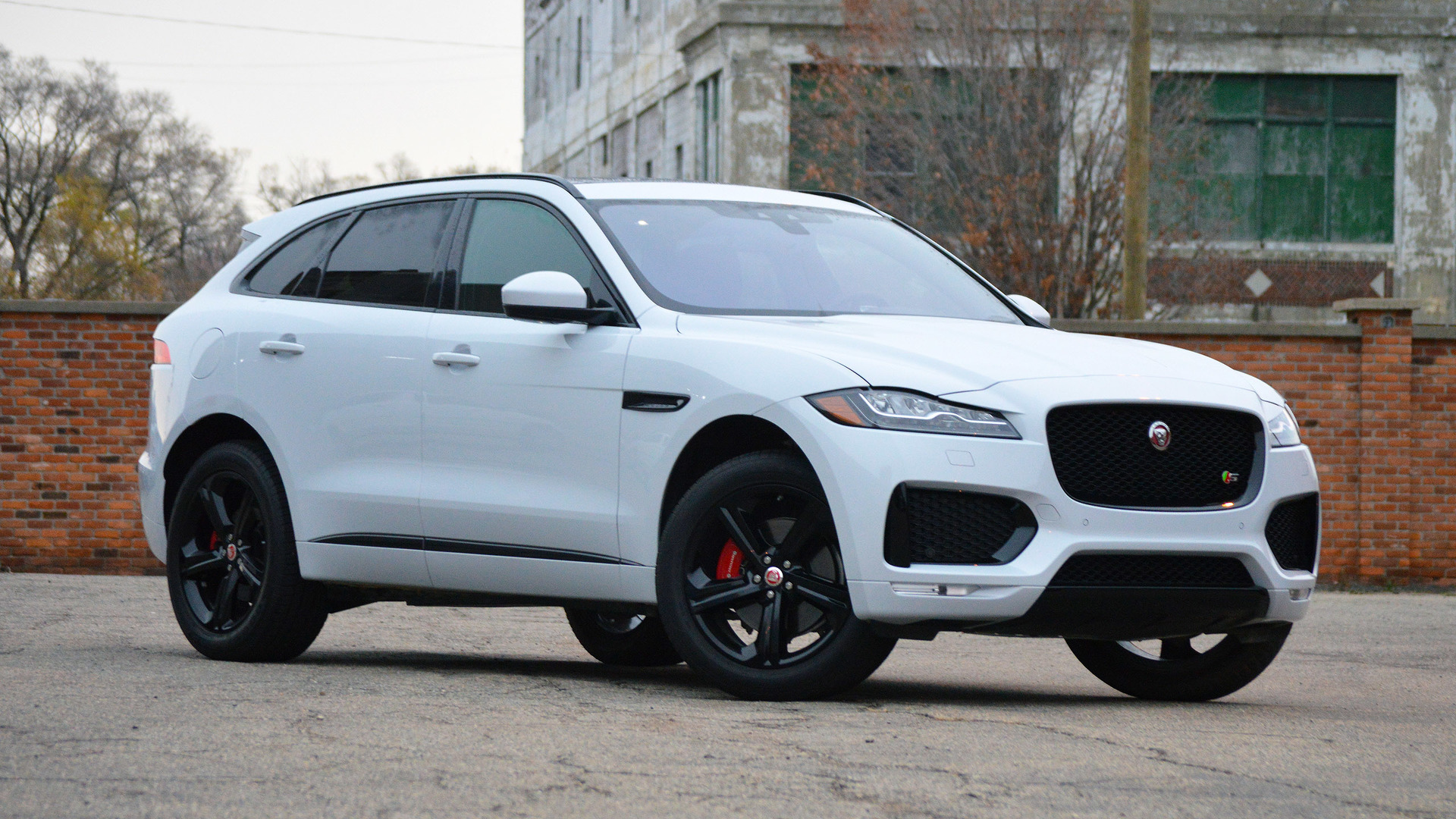 Jaguar F Pace Is The First Suv To Win World Car Of The Year