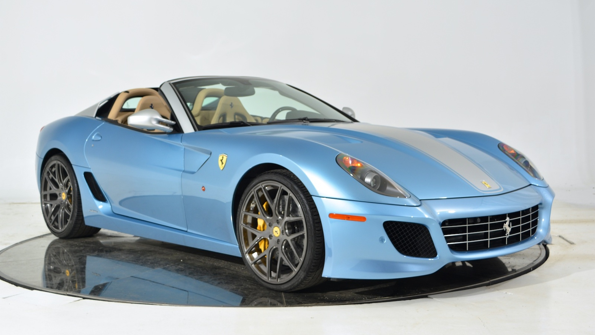 une ferrari 599 sa aperta vendre pour 1 5 million d 39 euros. Black Bedroom Furniture Sets. Home Design Ideas
