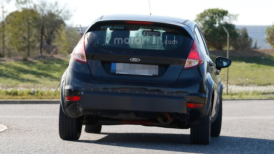 Interesting Ford Fiesta mule spied, it's likely the RS