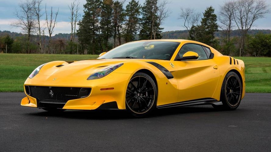 Bol ekstralı Ferrari F12TdF açık artırmaya sunulacak