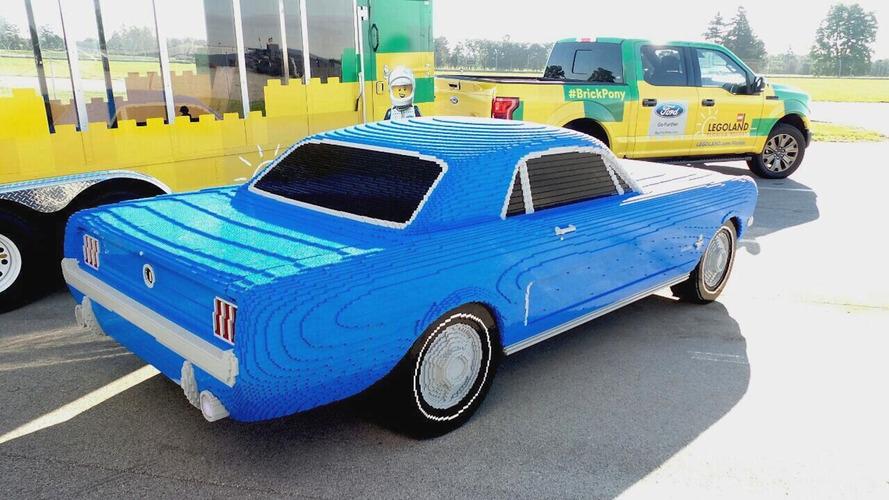 1964 Ford Mustang gerçek boyutlarıyla Lego olarak canlandırıldı