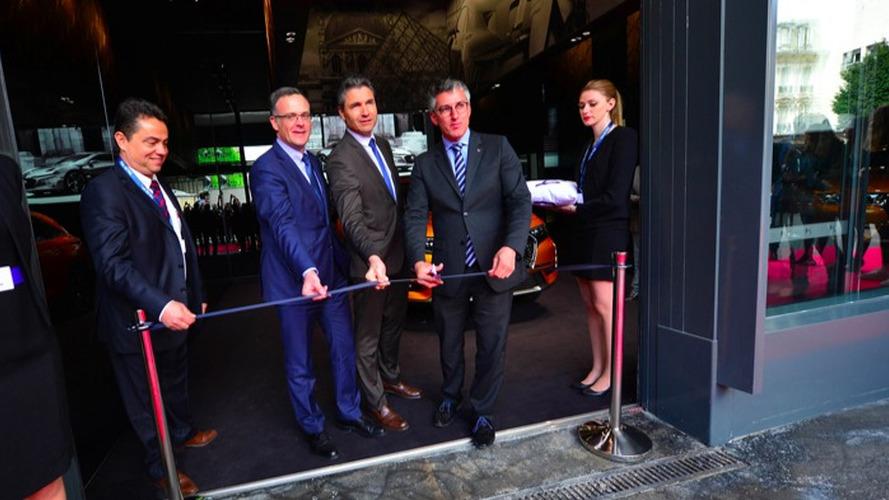 PSA ouvre sa première concession 2.0 à Paris