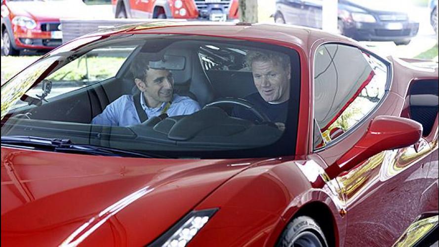 Ferrari, in pista con Gordon Ramsay [VIDEO]