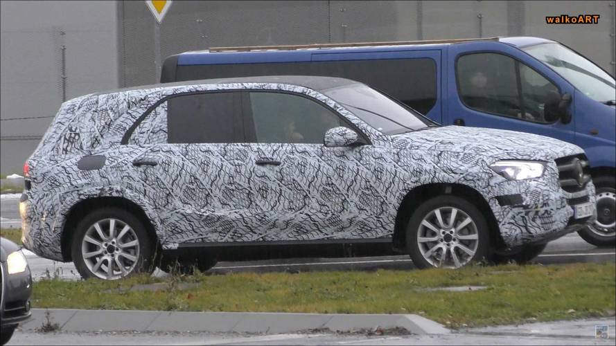 Sharp headlights for new Mercedes-Benz GLE, due 2019