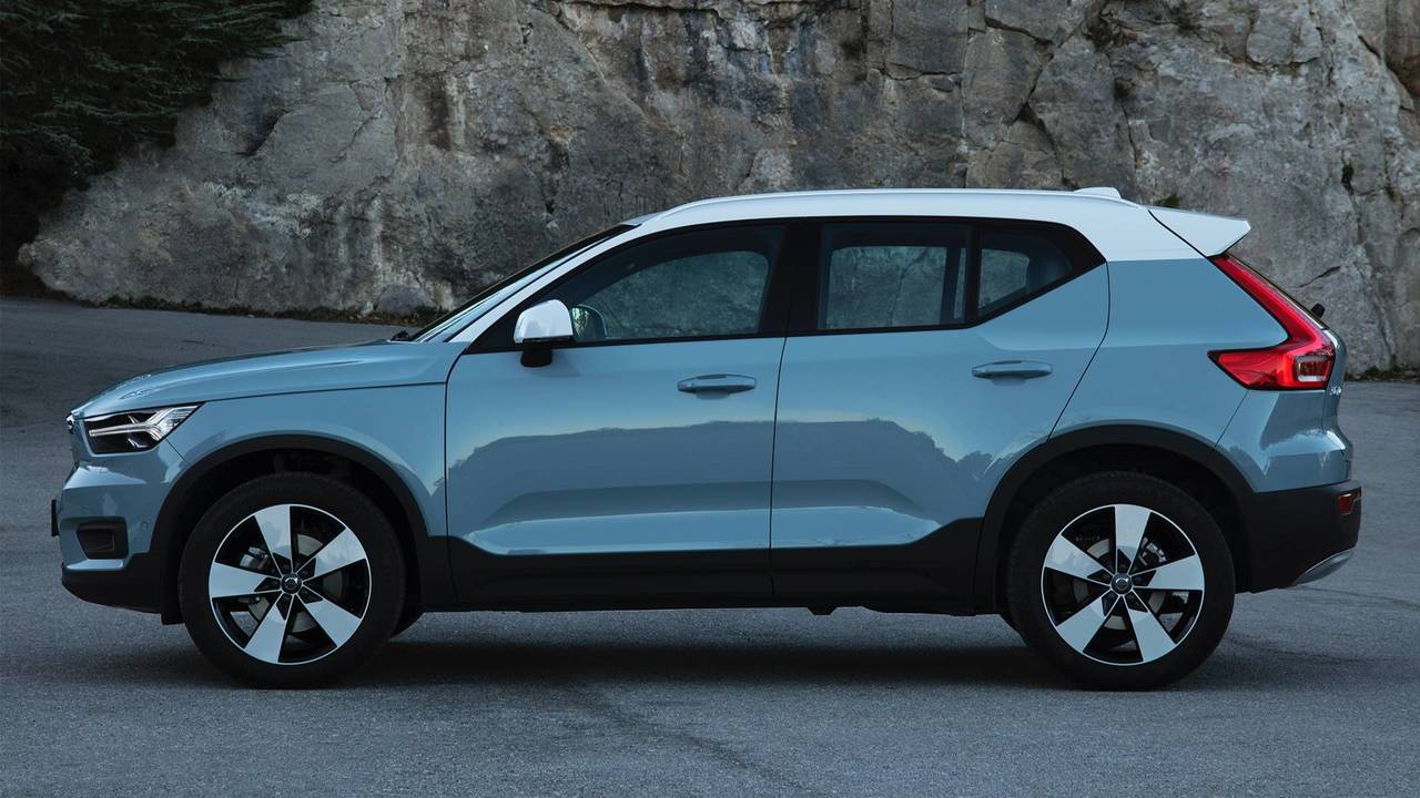 2018 volvo xc40 d4 momentum first drive swede success. Black Bedroom Furniture Sets. Home Design Ideas