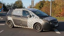 2012 Opel Zafira spy photos 10.16.2010