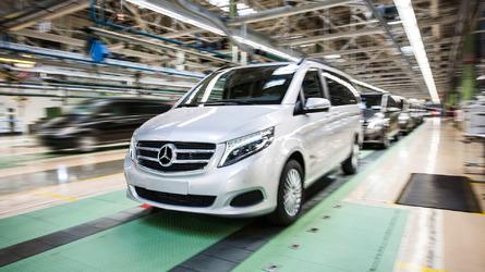 Több ezer kisbuszt kell visszahívnia a Daimlernek