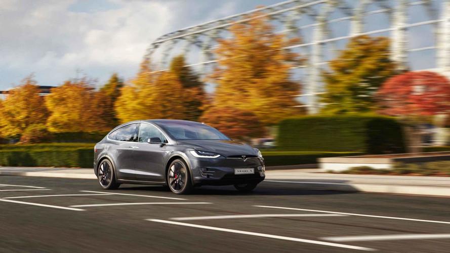 Tesla under fire for Autopilot crash reaction