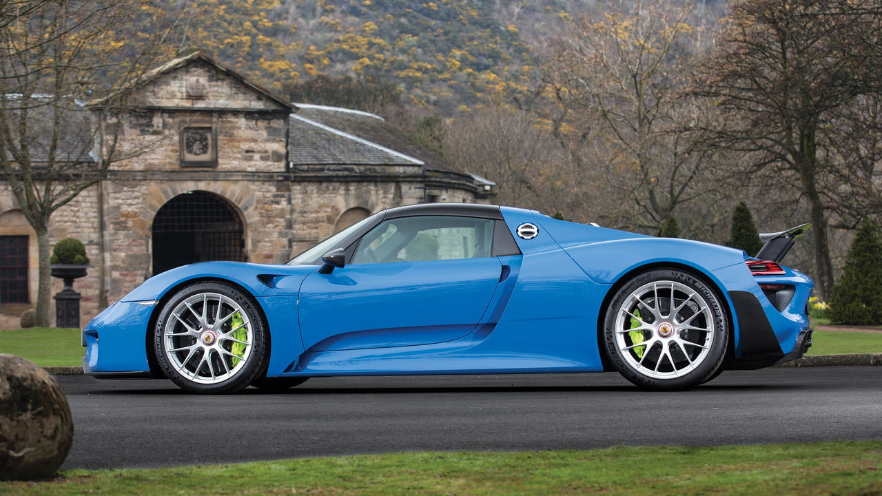 this is the only arrow blue porsche 918 and it 39 s for auction. Black Bedroom Furniture Sets. Home Design Ideas