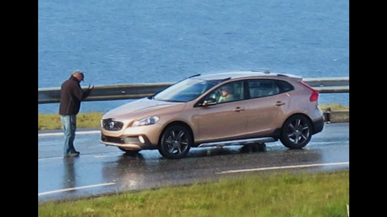Segredo: Novo Volvo XC40 é flagrado sem disfarces