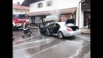 Mercedes Classe S pega fogo na Alemanha com apenas duas semanas de uso