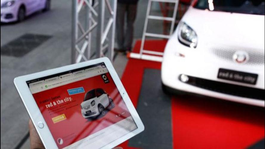 smart fortwo red & the city, consegnata la prima auto comprata online