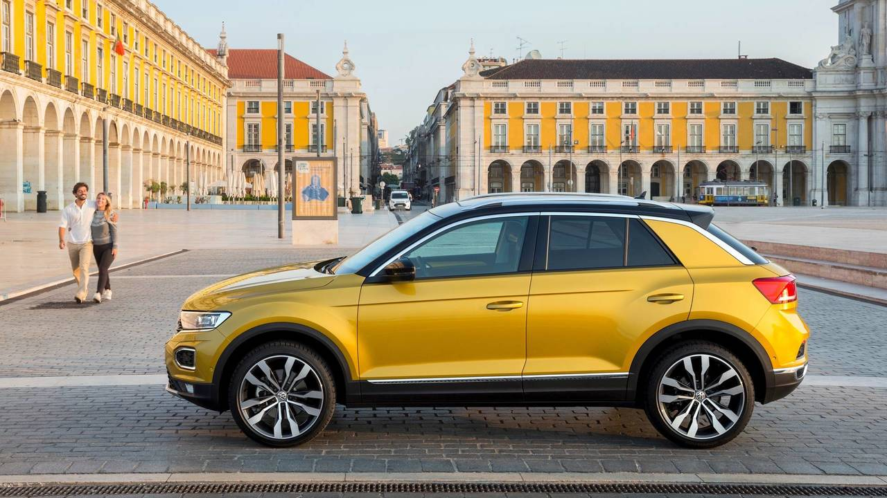 2018 volkswagen t roc 2 0 tsi 4motion first drive fun and fashionable if flawed. Black Bedroom Furniture Sets. Home Design Ideas