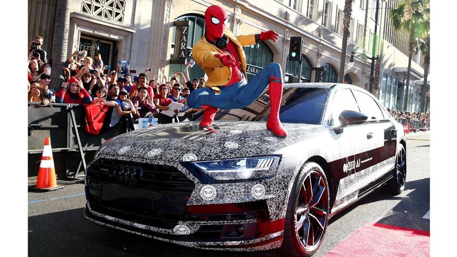 Spider-Man se deja ver sobre el Audi A8 2018